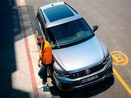Аренда авто с водителем — достойная альтернатива такси. Особенности услуги